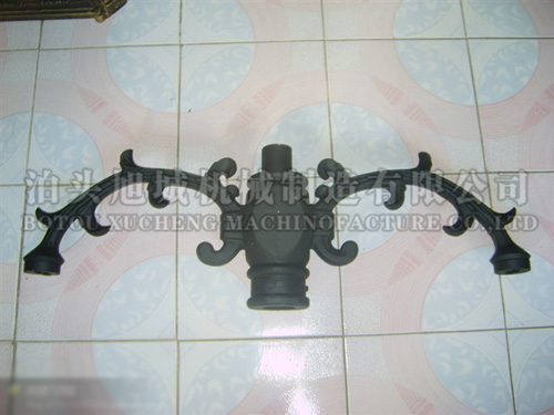 Cast aluminium double head lamp arm